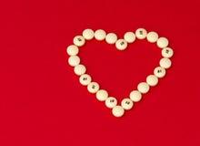 Píldoras de la aspirina para la salud del corazón Imágenes de archivo libres de regalías