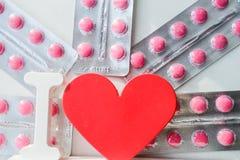 Píldoras de la enfermedad cardíaca Tratamiento y prevención de enfermedades fotografía de archivo