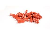 Píldoras de la medicación en el fondo blanco Fotografía de archivo