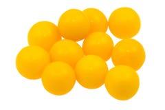 Píldoras de la vitamina C (ácido ascórbico) en el fondo blanco fotos de archivo libres de regalías