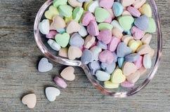 Píldoras de la vitamina con forma del corazón foto de archivo libre de regalías