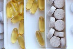 Píldoras de Omega en un rectángulo Imágenes de archivo libres de regalías