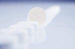 Píldoras de un blanco fotografía de archivo libre de regalías