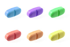 Píldoras del color aisladas en blanco Foto de archivo libre de regalías