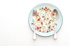 píldoras, drogas, farmacia, medicina o médico en la placa imagen de archivo libre de regalías