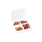 Píldoras en caja de la medicina en el fondo blanco (Fumar ferroso imagen de archivo