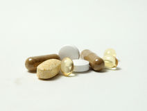 Píldoras en el fondo blanco Imagen de archivo