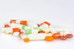 Píldoras en el fondo blanco Foto de archivo libre de regalías