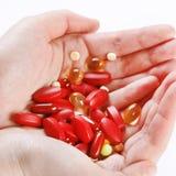 Píldoras en la mano Foto de archivo libre de regalías