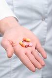 Píldoras en la palma Fotografía de archivo libre de regalías