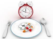 Píldoras en un plato de la cena con una cuchara y una bifurcación libre illustration