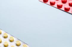 Píldoras en una ampolla fotos de archivo libres de regalías
