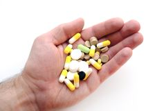 Píldoras en una palma, un puñado de tabletas Foto de archivo libre de regalías