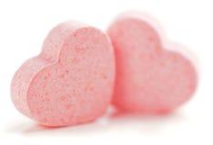 Píldoras formadas corazones del azúcar. imágenes de archivo libres de regalías