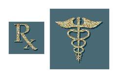 Píldoras formadas en símbolos médicos Fotografía de archivo libre de regalías