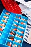 Píldoras médicas en el rectángulo Imágenes de archivo libres de regalías