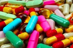 Píldoras médicas o de la vitamina Píldoras coloridas de la medicina como textura Fondo del modelo de la píldora Imagenes de archivo