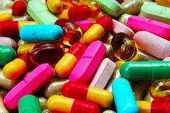 Píldoras médicas o de la vitamina Píldoras coloridas de la medicina como textura Fondo del modelo de la píldora Imagen de archivo libre de regalías