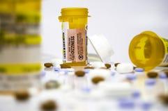 Píldoras, medicinas y botellas Foto de archivo libre de regalías