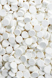 Píldoras redondas blancas del antibiótico de la tableta de la medicina Foto de archivo libre de regalías