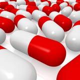 Píldoras rojas y blancas Foto de archivo libre de regalías