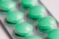 Píldoras verdes Imágenes de archivo libres de regalías