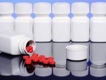 Píldoras y botellas Fotos de archivo libres de regalías