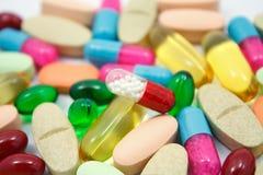 Píldoras y cápsulas Imágenes de archivo libres de regalías