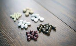Píldoras y cápsulas de las cápsulas, tabletas, Softgels fotos de archivo