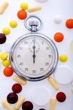Píldoras y cronómetro Fotos de archivo libres de regalías