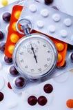 Píldoras y cronómetro Imagen de archivo libre de regalías