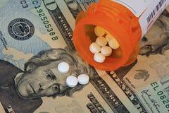 Píldoras y dinero Imagen de archivo