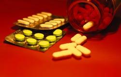 Píldoras y otras drogas para las manipulaciones de doping ilegales Antibiótico y antidepresivo de la farmacia imagen de archivo libre de regalías