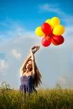 półdupków kolorowi śródpolni dziewczyny mienia udziału potomstwa Fotografia Stock
