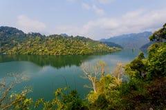 Półdupka Bá' ƒ jezioro jest wielkim naturalnym jeziorem w Wietnam Fotografia Stock
