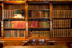 półka biblioteczny stół Obrazy Royalty Free