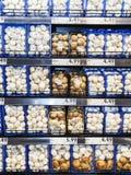 Półki z pieczarką, dla sprzedaży w supermarkecie Obraz Stock