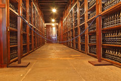 Półki zrobią z wino butelkami Obrazy Stock