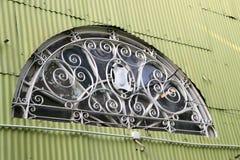Półkole kształt słońce promienia dom na cynkowej ścianie zdjęcie royalty free