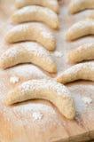 Półksiężyc ciastka kropiący z sproszkowanym cukierem Fotografia Royalty Free