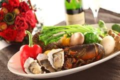 Półmisek świeży owoce morza z ostrygą, homar, milczkowie, chili, mus Obrazy Stock
