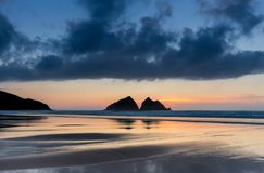Półmrok, Holywell zatoka, Cornwall, UK zdjęcie royalty free