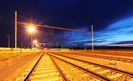 półmrok linia kolejowa zdjęcie stock