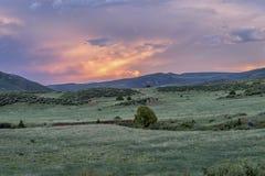 Półmrok nad Kolorado pogórzami obrazy stock