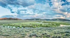 Półmrok nad Północnego Platte rzeką w Kolorado obraz stock