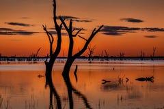 Półmrok nieba nad wspaniałym Menindee jeziorem obraz royalty free