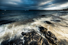 Półmrok przy morzem obraz stock