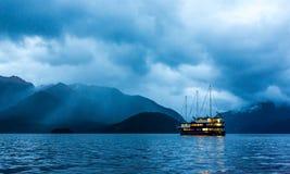 Półmrok Spada Nad Wątpliwym dźwiękiem, Nowa Zelandia fotografia royalty free