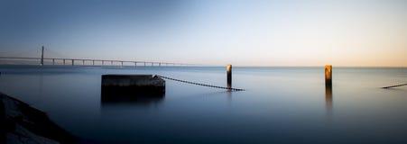 Półmrok Vasco da gama mostem, Lisbon Portugal obrazy stock
