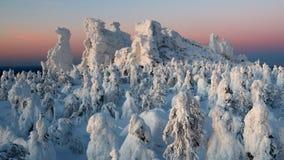 Półmrok w górach, zima Kolchimsky kamień, Perm Kray, Rosja obrazy stock